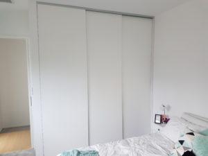 Installed wardrobe system - sliding doors